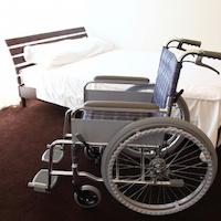 ベッドと車椅子